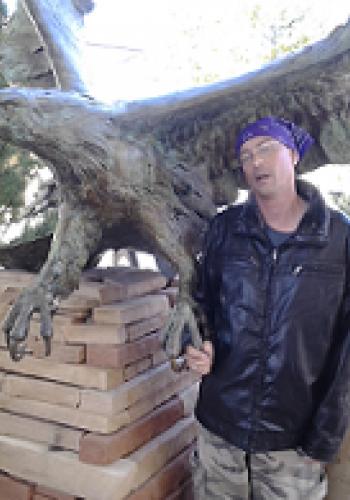 """alt= """"Legg's Griffano and Statue of bald Eagle"""""""